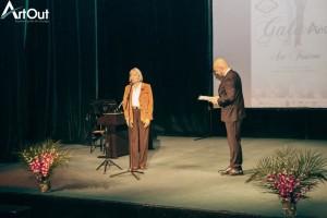 Marius Calugarita, prezentatorul Galei Art Out 2015 si Adriana Popescu, responsabil comunicare Teatrul National Bucuresti